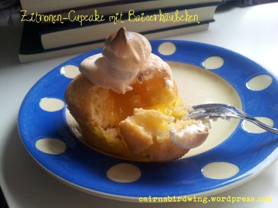 Zitronen-Cupcake mit Zitronenfüllung und Baiserhäubchen