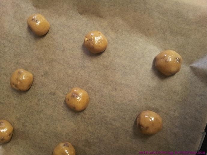 Schöne, gleichgroße Kugeln geben schöne Cookies.